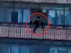 Mẹ tâm thần sát hại rồi ném xác con gái 12 tuổi từ ban công tầng 9 xuống đất