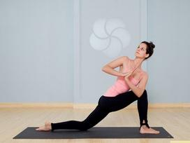 10 tư thế yoga dễ tập dành cho các cô nàng muốn vận động ở công sở