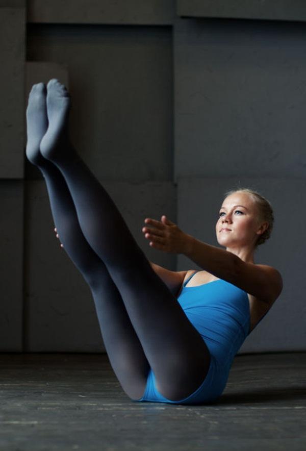 10 tư thế yoga dễ tập dành cho các cô nàng muốn vận động ở công sở - Ảnh 5.