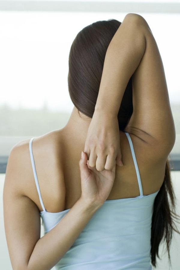 10 tư thế yoga dễ tập dành cho các cô nàng muốn vận động ở công sở - Ảnh 9.