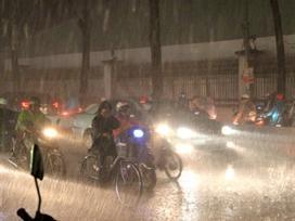 Một học sinh thiệt mạng trong cơn mưa như trút nước ở Sài Gòn