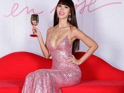 Váy áo hở bạo 'quên trời đất' của nữ hoàng gợi cảm Hà Anh