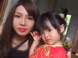 Sau khi bị 'chỉ trích' để con ở quê lấm lem, bà mẹ 'Thị Nở tái sinh' bất ngờ thay đổi