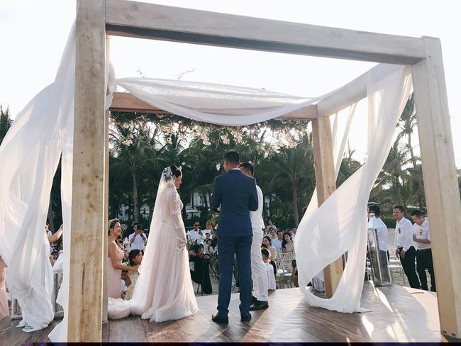 Hằng Túi hạnh phúc trở thành vợ người ta trong đám cưới bạc tỷ lãng mạn bên biển! - Ảnh 4.