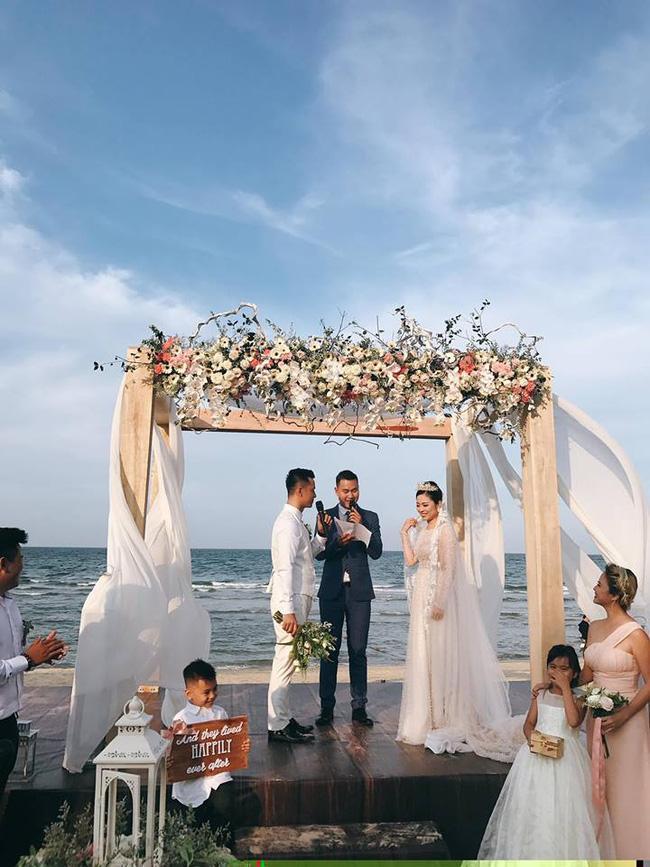 Hằng Túi hạnh phúc trở thành vợ người ta trong đám cưới bạc tỷ lãng mạn bên biển! - Ảnh 3.