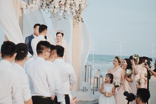 Hằng Túi hạnh phúc trở thành vợ người ta trong đám cưới bạc tỷ lãng mạn bên biển! - Ảnh 5.