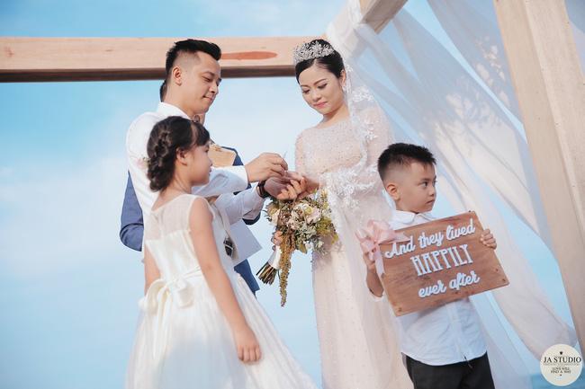Những khoảnh khắc đẹp lung linh trong đám cưới bạc tỉ lần 2 của Hằng Túi - Ảnh 2.