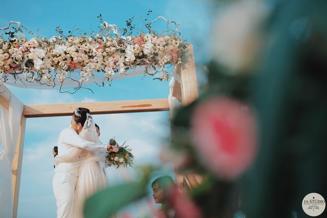 """Những khoảnh khắc đẹp lung linh trong """"đám cưới bạc tỉ"""" lần 2 của Hằng Túi - Ảnh 5."""