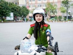 Nữ sinh cảnh sát xinh đẹp giỏi võ thuật, đam mê xe phân khối lớn