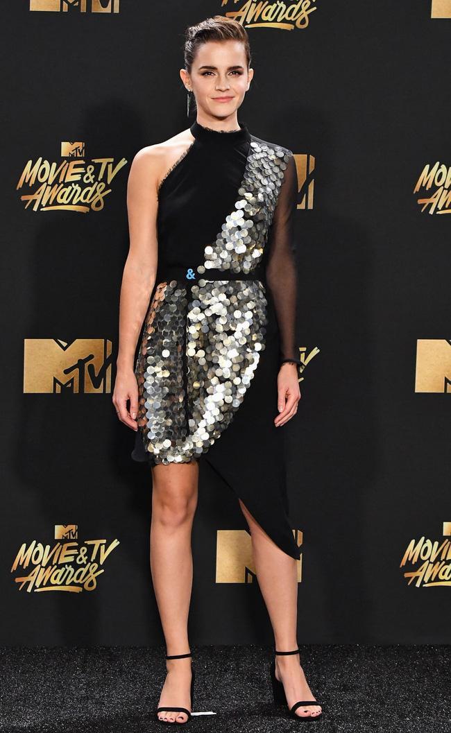 Thảm đỏ MTV Movie & TV Awards: Cara khoe đầu trọc, các sao tạo dáng khó khăn vì mưa đá - Ảnh 8.