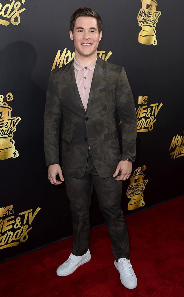 Thảm đỏ MTV Movie & TV Awards: Cara khoe đầu trọc, các sao tạo dáng khó khăn vì mưa đá - Ảnh 14.