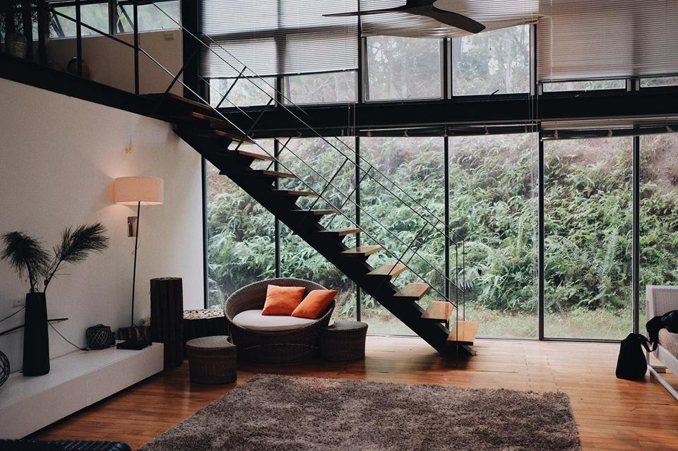 Hiện đại mà ấm cúng, sang trọng nhưng gần gũi, nội thất của Hidden Villa phảng phất nét châu Âu giữa khung cảnh thiên nhiên xanh mướt. – Ảnh: sưu tầm