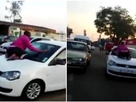 Bất chấp nguy hiểm tính mạng, vợ đu bám trên đầu xe khi thấy chồng chở bồ nhí