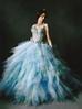 Chiếc váy xanh bay bổng, bồng bênh cho cô dâu trong ngày cưới.