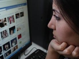 Nói chuyện với 'bạn trai ảo' suốt 3 năm, người phụ nữ 'mất trắng' 3 tỷ đồng