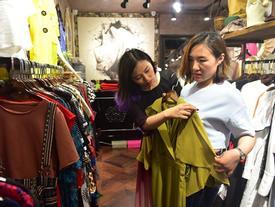 Việc nhẹ lương cao: Đi cùng khách chọn quần áo kiếm 1 triệu đồng mỗi giờ