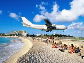 Sân bay nguy hiểm sát bãi biển