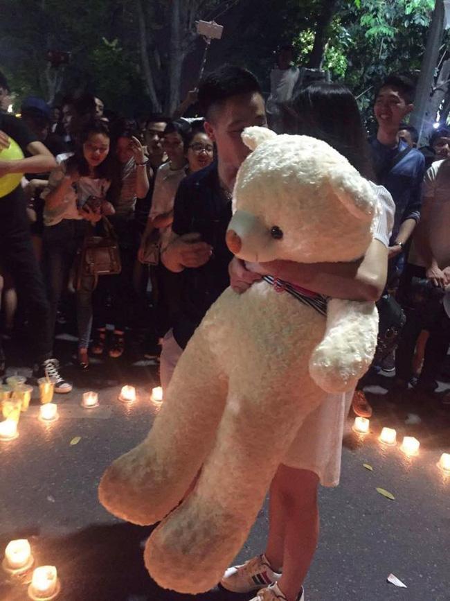 Chia tay rồi vẫn tổ chức sinh nhật cho người yêu cũ ở phố đi bộ dù nàng đã có bạn trai mới - Ảnh 2.