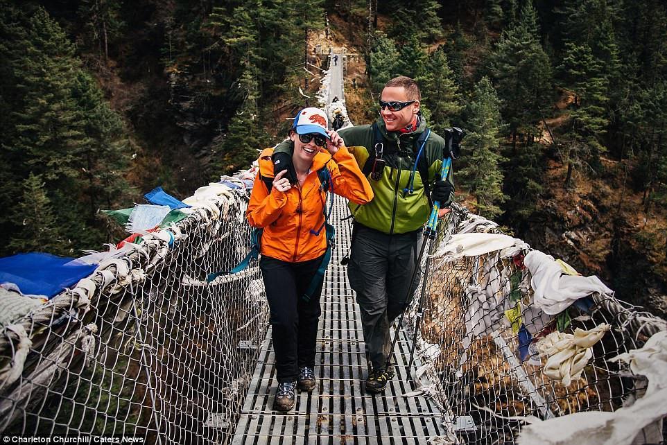 To chuc dam cuoi tren duong len dinh Everest cao 5.000 m hinh anh 7