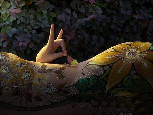 Đã mắt với những bức tranh tuyệt đẹp trên cơ thể thiếu nữ Việt