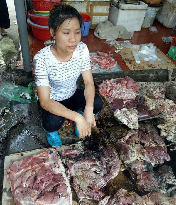 Hải Phòng: Cả chục cân thịt lợn của người phụ nữ bị tạt dầu luyn vì bán giá rẻ khiến dư luận phẫn nộ - Ảnh 4.