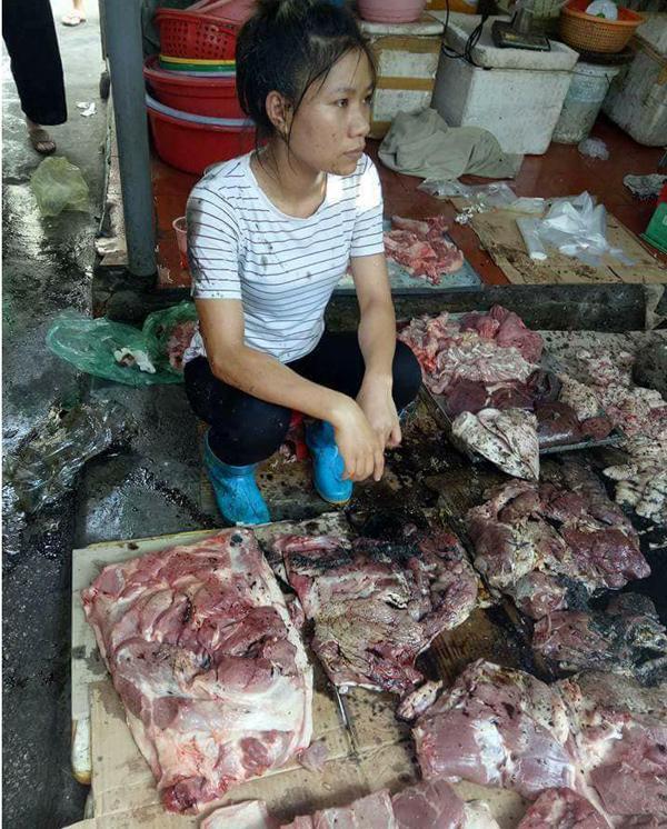 Hải Phòng: Cả chục cân thịt lợn của người phụ nữ bị tạt dầu luyn vì bán giá rẻ khiến dư luận phẫn nộ - Ảnh 3.