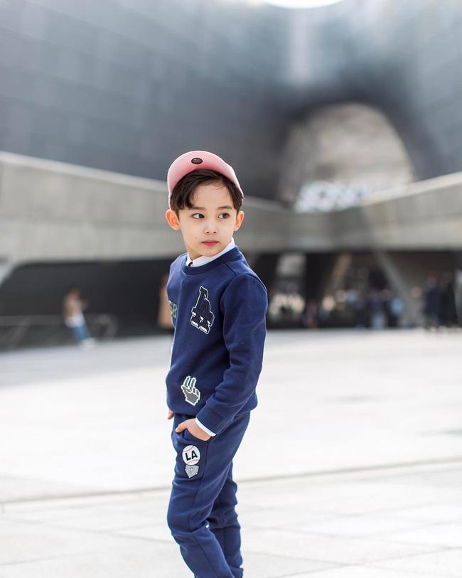 Chàng mẫu 5 tuổi mang hai dòng máu Hàn - Ả Rập khiến cư dân mạng ngây ngất vì quá dễ thương - Ảnh 6.