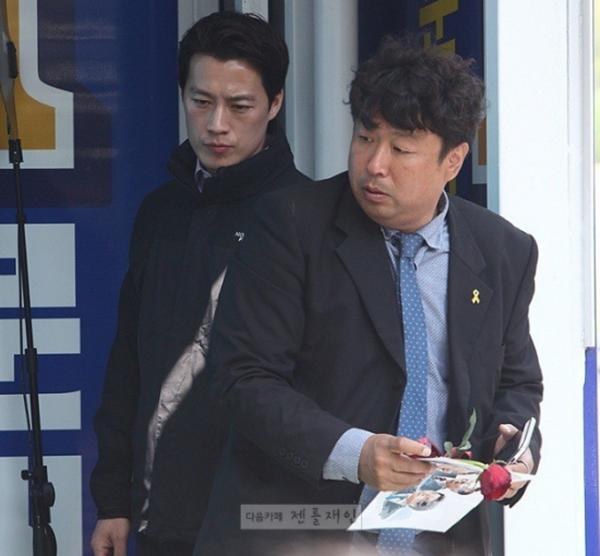 Vệ sĩ đẹp trai như tài tử của tân Tổng thống Hàn Quốc khiến dân mạng đứng ngồi không yên - Ảnh 11.