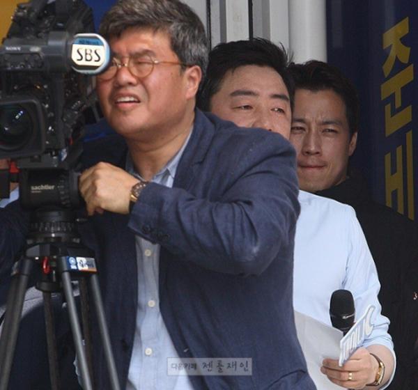 Vệ sĩ đẹp trai như tài tử của tân Tổng thống Hàn Quốc khiến dân mạng đứng ngồi không yên - Ảnh 10.
