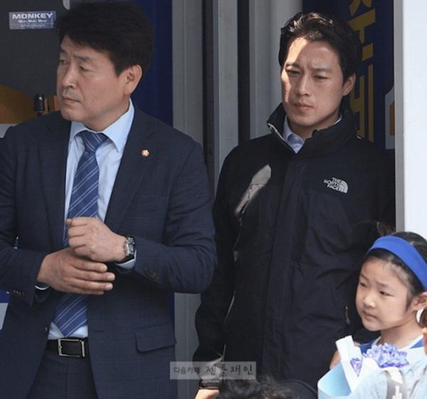 Vệ sĩ đẹp trai như tài tử của tân Tổng thống Hàn Quốc khiến dân mạng đứng ngồi không yên - Ảnh 8.
