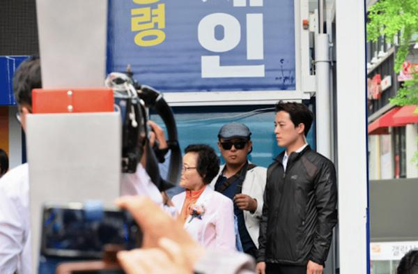 Vệ sĩ đẹp trai như tài tử của tân Tổng thống Hàn Quốc khiến dân mạng đứng ngồi không yên - Ảnh 5.