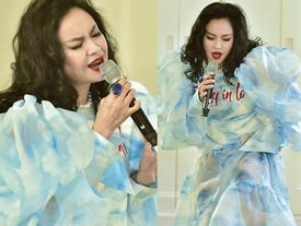 Thanh Lam 'một vai hai sân': vừa diễn thời trang vừa hát