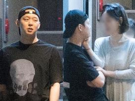 Park Yoochun lộ ảnh hút thuốc, hẹn hò với hôn thê giàu có bằng xe sang