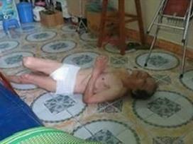 Hải Phòng: Phẫn nộ cảnh con gái và con rể đánh đập cha già 67 tuổi dưới nền nhà lạnh