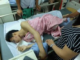Người thân không nhận ra nam sinh mắc kẹt dưới gầm ô tô Camry sau tai nạn kinh hoàng ở Bắc Ninh