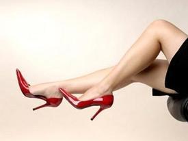 Truyện cười: Ông sếp đứng đắn và chiếc giày oan nghiệt của 'cô thư ký'