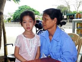 Trò lớp 1 bị phi thước kẻ mù mắt trái: Nhà trường đền 105 triệu