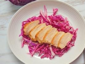Món ngon low carb: Ức gà chiên và cải tím chua ngọt không lo tăng cân, giảm nếp nhăn hiệu quả
