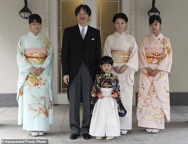 Công chúa Nhật Bản từ bỏ địa vị hoàng gia để kết hôn với thường dân - Ảnh 4.