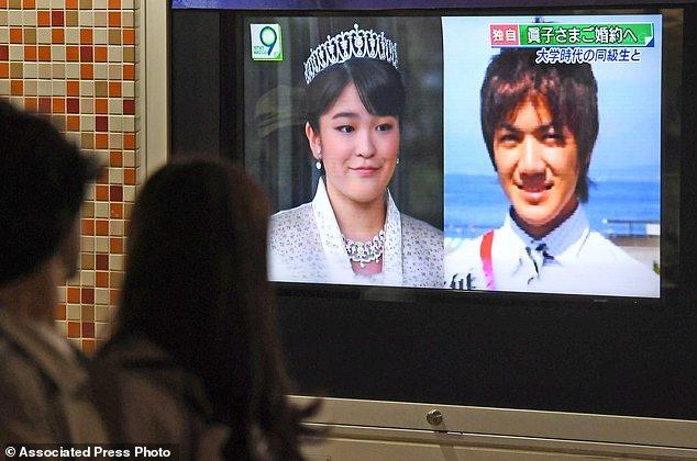 Công chúa Nhật Bản từ bỏ địa vị hoàng gia để kết hôn với thường dân - Ảnh 2.
