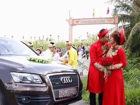 'Hot boy trà sữa' Lê Tấn Lợi gây chú ý khi rước vợ về dinh bằng xe sang