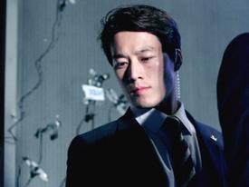 Hóa ra chàng vệ sĩ điển trai của Tổng thống Hàn chính là 'Hậu duệ Mặt Trời' phiên bản đời thực!