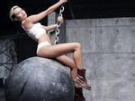 Miley Cyrus: 'Sợ Wrecking Ball sẽ là nhạc nền trong đám tang của tôi'