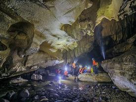 Tơ đá, nhũ đá hàng chục nghìn năm trong hang 'Sơn Đoòng của Ba Bể'