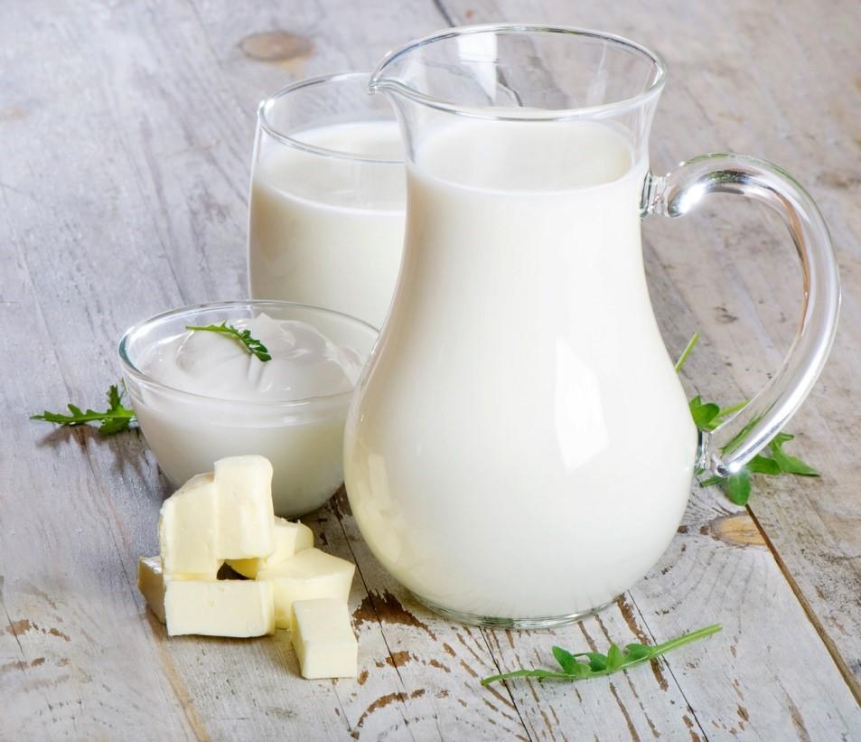 Uống sữa khỏe xương