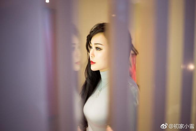 Lại thêm một người đẹp Cbiz vô danh chen chân lên thảm đỏ Cannes khiến netizen muối mặt - Ảnh 7.