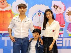 Bất chấp tin đồn nhiễu nhương, Tim và Trương Quỳnh Anh vui vẻ đưa con đi xem phim