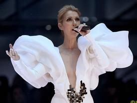 Nghẹn ngào Celine Dion mang 'My Heart Will Go On' lên sân khấu 20 năm sau 'Titanic'