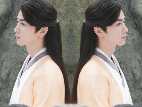 Tạo hình vạn người mê của Trần Hiểu trong 'Độc cô hoàng hậu'