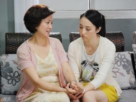 Mẹ chồng giả ốm liệt giường để thử lòng hai dâu